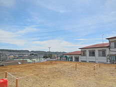 JR中央線「豊田」駅徒歩9分。敷地面積約70坪以上、南傾斜地につき陽当り眺望良好 全3棟。