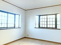 2F北東側洋室。