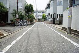 伸びやかな前面道路