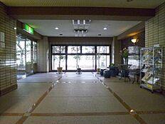 管理の行き届いたマンションの1階はエントランス部分です。