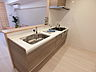 キッチンは吊戸棚の無いオープンタイプで、開放感を演出します。,2LDK,面積62.62m2,価格5,280万円,京都地下鉄東西線 二条駅 徒歩1分,JR山陰本線 二条駅 徒歩1分,京都府京都市中京区西ノ京栂尾町