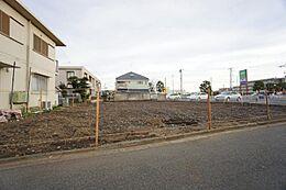 井の頭線「三鷹台」駅徒歩15分の立地にて全4区画の分譲地の販売となります。