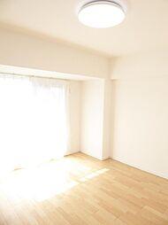 洋室1(約80.帖)南に面してるので明るい洋室です。