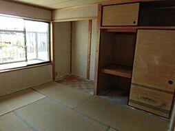 現在リフォーム中 4月13日撮影2階南西側和室です。天井、壁のクロスを張り替え、床はクッションフロアーに張り替え洋室に変更します。