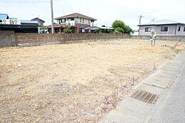 敷地は約145坪と広々しております。
