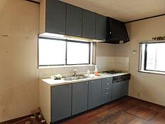 キッチンは新品交換を行う予定です。現在リフォーム中。
