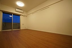 アジールコート池上の「落ち着いた色の床材を使用したお部屋です」