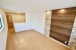 新高5丁目中古戸建て 4LDKの居間