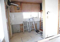 リフォーム中 キッチン システムキッチン交換、床フローリング重ね張り、壁・天井クロス張替、火災警報器設置、照明器具交換予定 幅広システムキッチンならお料理ラクラク 調理時間の短縮にもつながります
