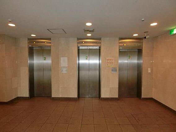 エレベーターは...