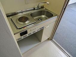 岡田ビルのコンパクトなキッチンで掃除もラクラク