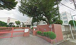 春田小学校。徒歩9分でお子様の登下校も安心です。