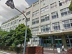 伊興中学校…徒歩4分/300m