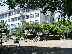 元木小学校 828m