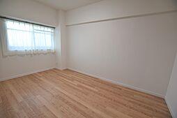 北側6.0帖洋室です。