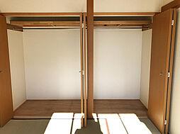 一階和室の収納スペース。