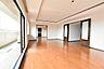 南側に広がるリビングダイニングは、約29.5帖の贅沢空間,4SLDK,面積187.95m2,価格5,780万円,相鉄いずみ野線 緑園都市駅 徒歩4分,,神奈川県横浜市泉区緑園4丁目