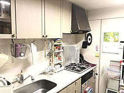 落ち着いた色合いのキッチンですね