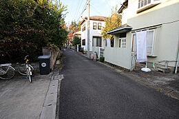 外観:前面道路含む現地土地写真(上物有)