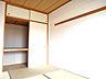 和室は押入れと天袋があるので、座布団や寝具を収納するのにもいいですね。,3LDK,面積65.81m2,価格1,780万円,JR常磐線 松戸駅 徒歩19分,新京成電鉄 松戸駅 徒歩19分,千葉県松戸市松戸1608-1