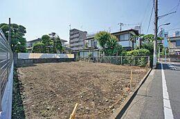 第一種低層住居専用地域の閑静な住宅街。落ち着いた住宅が建ち並んでいます。