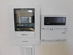 リフォーム済。モニター付インターホンを設置しました。来客があっても相手の顔を確認でき安心ですね。