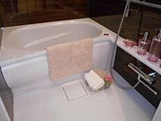 浴室暖房乾燥機付きで雨の日でもお洗濯左右されません。