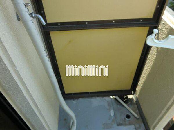 ドール呼続の室外洗濯機置き場