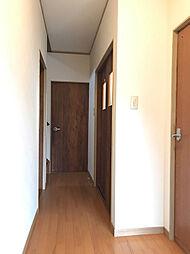 統一感のある玄関〜廊下。(2)