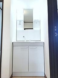 2Fにも洗面台がございますので、忙しい朝などに便利ですね。