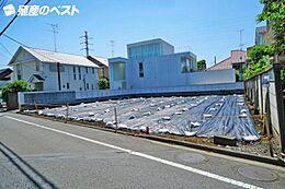 世田谷区成城8丁目の建築条件なしの売地です。前面道路は約8mあり、大変開放感がございます