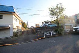 ・めじろ台駅 徒歩3分 ・前面道路は20mの広い道路です。