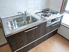 別角度から撮影したキッチン(1)