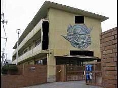 中学校西浜中学校まで1338m