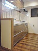 使い勝手の良い最新設備のシステムキッチンですお料理も楽しくなります