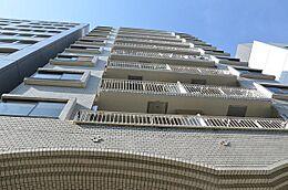 新規内装リノベーションマンション 南東角部屋 新耐震基準 使いやすい間取りの1LDK 明るい室内です