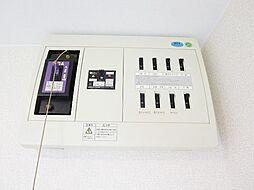 リフォーム済脱衣所にあるブレーカー写真です。50アンペアの8回路です。