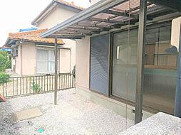 リフォーム済1階北側の庇です。波板は交換しました。洗濯物干し場としても利用できます。