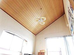 リフォーム前写真2階南東洋室です。南向き、勾配天井なので、明るく開放的に過ごして頂けます。