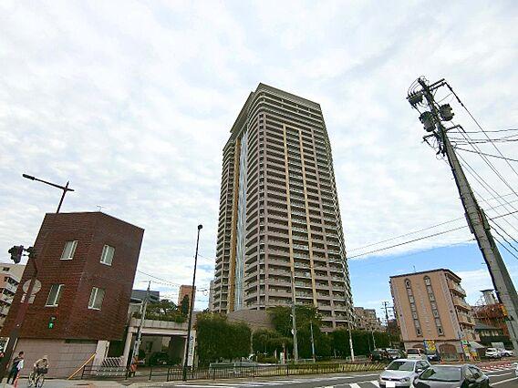 32階建てのタ...