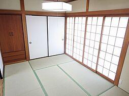 リフォーム済1階北側和室写真です。畳は新調し、壁はクロスを張りました。い草の良い香りが漂います。