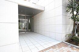 「エントランス」日常のお住まいでここまでの贅沢を味わえるマンションがここにあります。ぜひ現地まで足を運び、体感してみて下さい。