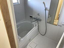 浴室に窓があり、換気ができるのが嬉しいですね