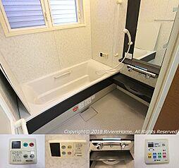 [室内撮影] バスルーム/便利な浴室換気暖房乾燥機付/省エネFRPオーバル浴槽/水はけのよいドライ床仕様。クリーニング済みです。