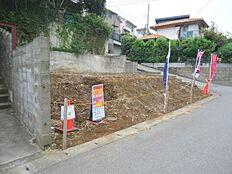 前面道路は位置指定道路です。