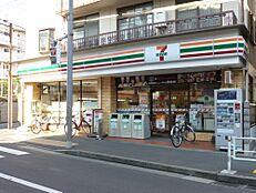 コンビニエンスストアセブンイレブン渋谷本町店まで828m