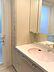 豊富な収納スペースのある洗面所