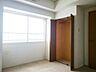 約6帖の洋室は東側に窓が設けられています。クローゼット付のお部屋ですので、収納家具を置くことなく、ベッドなどのレイアウトができます。模様替えもお楽しみください,4LDK,面積89.41m2,価格1,430万円,JR函館本線 苗穂駅 徒歩15分,,北海道札幌市白石区菊水上町一条1丁目40-10
