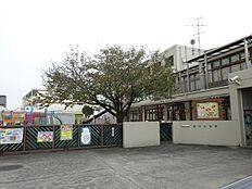 聖母幼稚園は、神様のあたたかい愛に包まれて、一人ひとりが大切にされ、命を尊び、「生きる」喜びにあふれた 家庭的な幼稚園です。混合クラスの保育  縦割り保育&横割り保… 徒歩 約13分(約1000m)