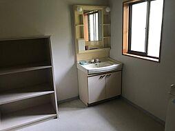窓のある洗面室